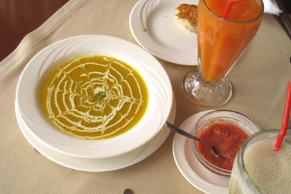 Ein Teil unseres leckeren Menüs im Kolping Restaurant in Sucre