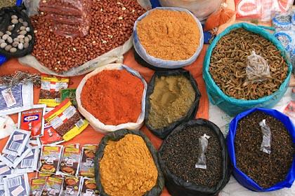 Allerhand auf dem markt von Tarabuco bei Sucre in Bolivien