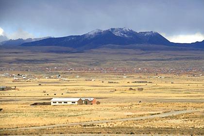 Ausblick auf das Altiplano bei Tiwanaku in Bolivien