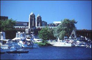 die Longfellow Bridge am Charles River, Boston, Massachusetts, USA