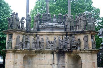 die Galvaire von Plougastel-Daoulas ist reich mit Figuren geschmückt
