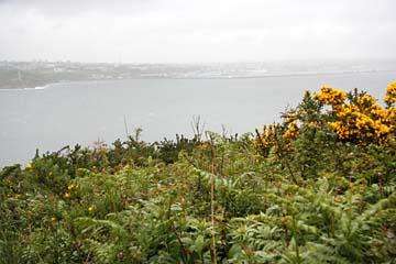 Halbinsel Crozon, Blick vom Pointe des Espagnols auf Brest im Nebel