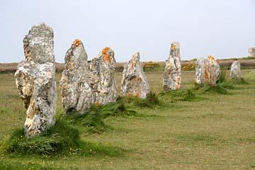 bei Camaret sur Mer, Steinreihen bilden hier die Alignements de Lagatjar