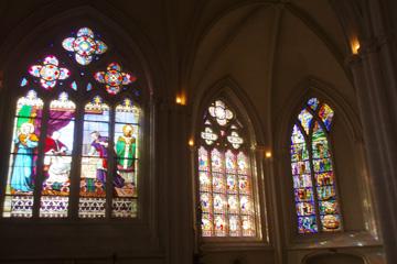 Quimper, wunderschöne Glasfenster in der Kathedrale Saint Corentin