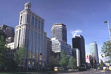 Hochhäuser in der Hauptverkehrsader Alameda, Santiago de Chile