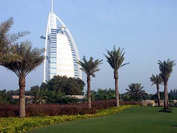 das berühmte 7 Sterne Hotel Burj Al Arab am Jumeirah Beach in Dubai, VAE