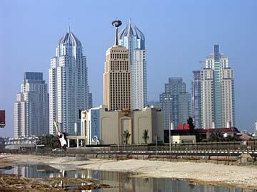 Hochhäuser in der Baustelle des Internet City am Jumeirah Beach in Dubai, VAE