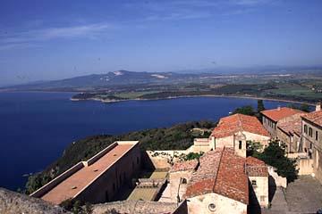 die italienische Riviera Bild 121 Sicht von Burg Populonia