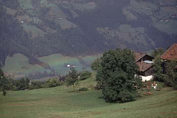 Fernwanderweg E5 - Bild 0232 Aufstieg zur Pfandleralm, Blick ins Passeiertal mit Regenbogen