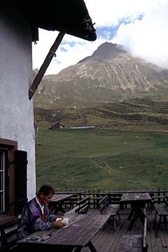Fernwanderweg E5 - Bild 0289 an der Hirzerhütte, Blick zum Hirzer