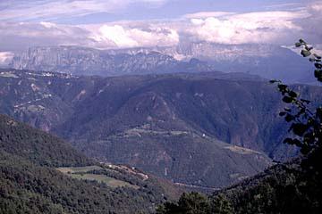 Fernwanderweg E5 - Bild 0370 Blick von Jenesien in die Dolomiten