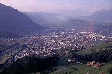 Fernwanderweg E5 - Bild 0389 Blick von Jenesien hinunter nach Bozen im Etschtal