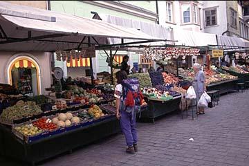 Fernwanderweg E5 - Bild 0393 Obstmarkt in Bozen