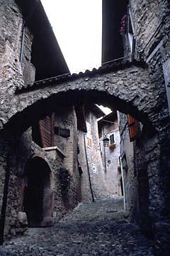 das alte Dorf Canale beim Tennosee in Oberitalien