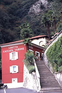 der Eingang der Grotta Cascata  Varone am Gardasee