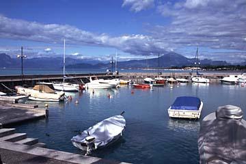der Hafen von Peschiera am Gardasee, Italien