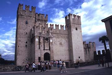 das Castell von Sirmione am Gardasee, Italien