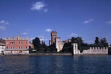 die Burg von Lazise am Gardasee bei Garda, Italien