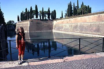 die Festungsmauer in Peschiera am Gardasee, Oberitalien