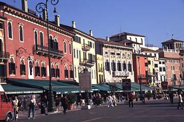 die Piazza Brà in Verona nähe Gardasee, Norditalien