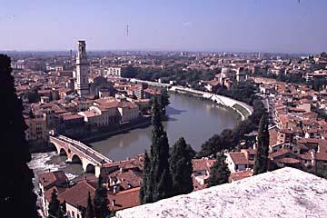 der AUsblick auf Verona vom Colle di San Piedro, Norditalien