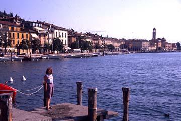 der Hafen der Stadt Salò am Gardasee, Oberitalien