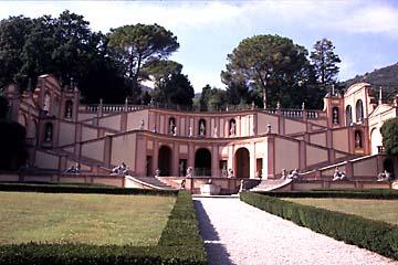 die Villa Bettoni vor Gargnano am Gardasee, Oberitalien
