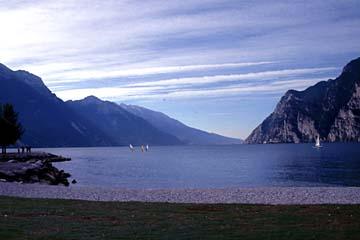 ein Surfplatz bei Riva am östlichen Gardasee, Italien