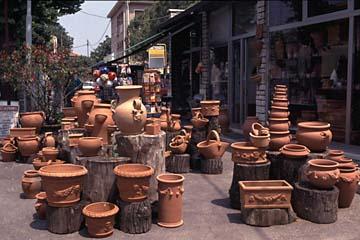 Töpfe werden als Souvenir überall verkauft, Italien