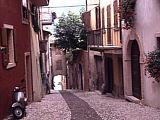 Die Innenstadt von Malcesine in Italien