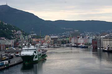 Blick auf den Hafen von Bergen in Norwegen am frühen Morgen