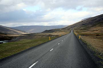 öde Landschaft von Eglisstadir nach Myvatn im Norden von Island