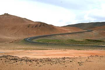 gelb-brauner Bergrücken des Namafjall, Island, Norden