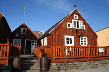 einladendes Gasthaus am Hafen von Husavik, Nordisland