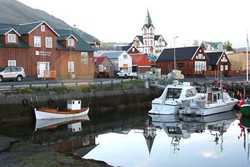 am schönen Hafen in Husavik, Nordisland