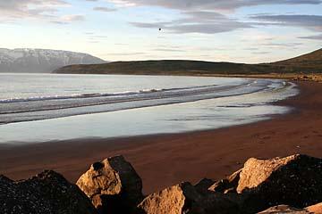 Sandstrand bei Dalvik am Morgen, Island, Norden