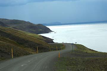 Küstenstraße an der Grönlandsee bei Siglufjördur, Nordisland