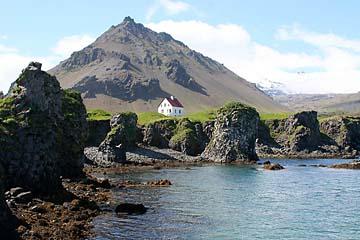 einsames Haus bei Arnarstapi, Halbinsel Snaefellsnes, Island, Westen