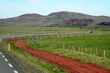 rote Erde im Laugarvatn-Gebiet, Südisland