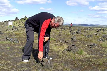 beim Steinmännchen aufsetzen, im Süden von Island