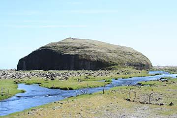 Orrustuholl, Felsen im Atlantik, Südisland