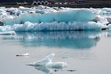 Eisschollen in der Gletscherlagune Jökulsarlon, Ostisland