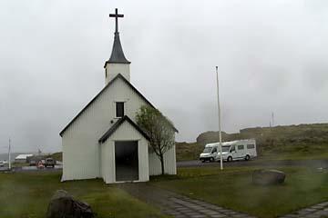 Kirche in Djupivogur bei Regen, Ostisland