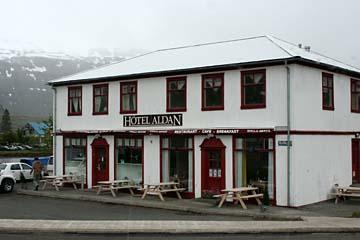 Hotel Aldan aus dem 19. Jahrh. in Seydisfjördur, Ostisland