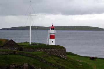 Leuchtturm beim Hafen in Torshavn, Dänemark