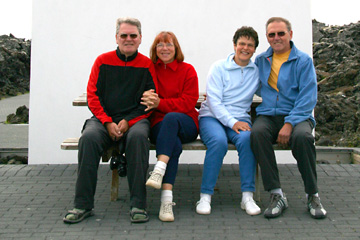 """wir vier am Eingang zur """"Blauen Lagune"""" in Island"""