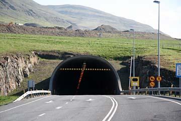 Tunnel durch den Fjord Hvalfjördur, bei Akranes, Westisland