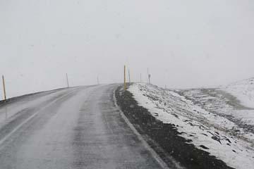 Schneetreiben auf der Strecke Egilsstadir - Seydisfjördur, Ostisland