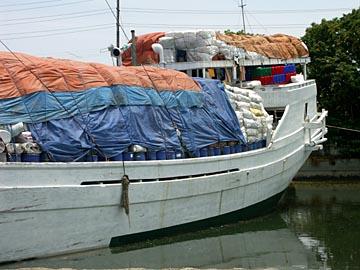 der Segelschiffhafen von Surabaya im Osten von Java