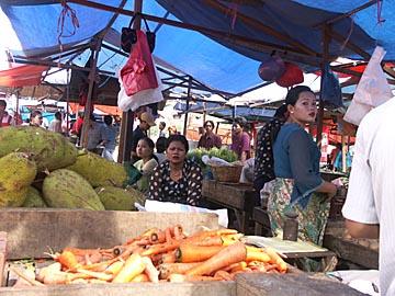 auf dem Markt in Surabaya